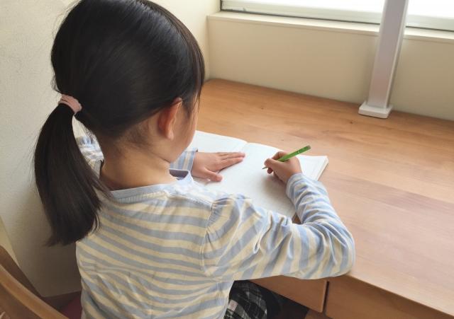 子供さんの成績が上がる机の向き